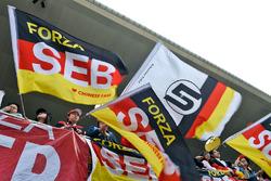 Фанаты Себастьяна Феттеля, Ferrari на главной трибуне