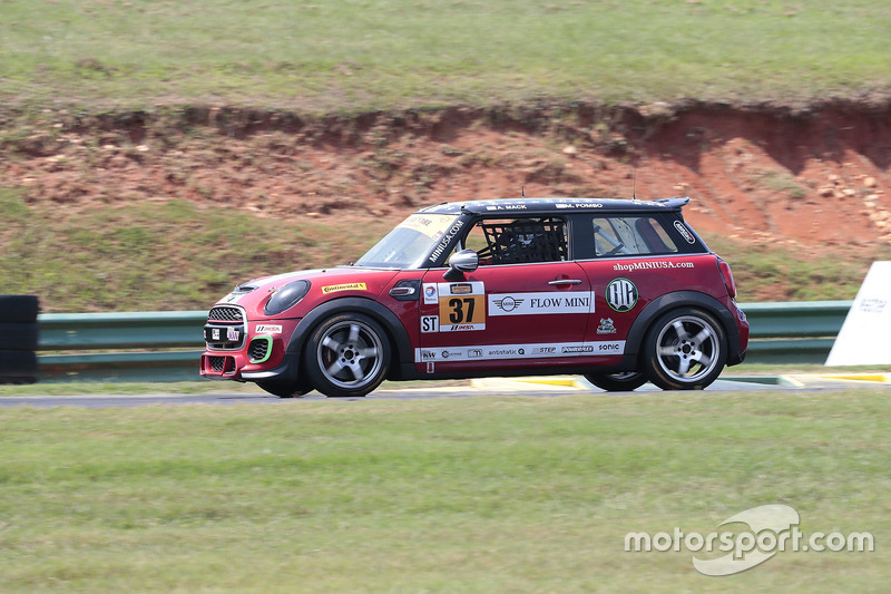 #37 MINI JCW Team MINI Cooper John Cooper Works: Ethan Low, James Vance
