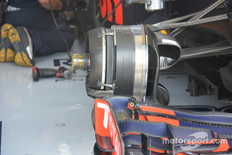 Max Verstappem, Red Bull Racing RB12, freno anteriore
