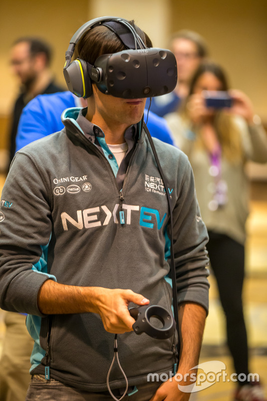 Nelson Piquet Jr., China Racing test virtual reality gadgets