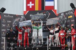 Pro-Am-Podium: Sieger #333 Rinaldi Racing, Ferrari 488 GT3: Norbert Siedler, Rinat Salikhov; 2. #11