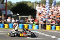 Max Verstappen pakt de overwinning