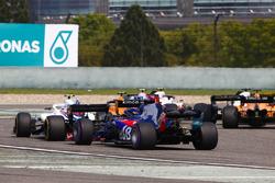 Stoffel Vandoorne, McLaren MCL33 Renault, Sergey Sirotkin, Williams FW41 Mercedes, et Brendon Hartley, Toro Rosso STR13 Honda, au départ