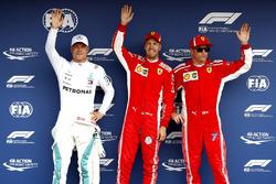 Le poleman Sebastian Vettel, Ferrari, Valtteri Bottas, Mercedes AMG F1, Kimi Raikkonen, Ferrari