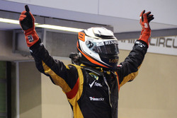 Yarış galibi Kimi Raikkonen, Lotus F1 Team, parc ferme