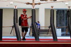Kimi Raikkonen, Ferrari all'ingresso del Paddock