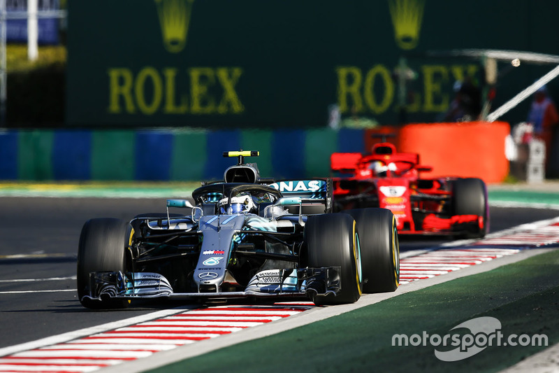 Valtteri Bottas, Mercedes AMG F1 W09 dan Sebastian Vettel, Ferrari SF71H