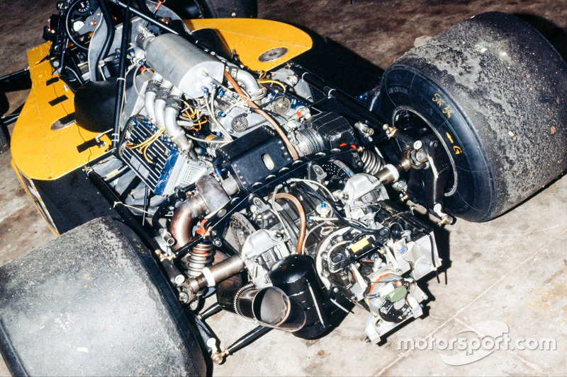 Renault RS 01 engine