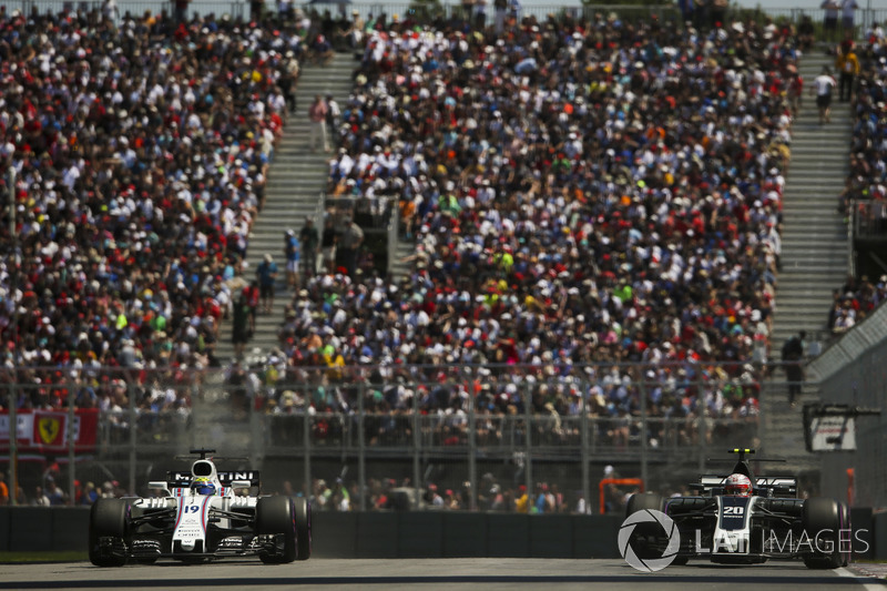 Кевин Магнуссен, Haas F1 Team VF-17, и Фелипе Масса, Williams FW40