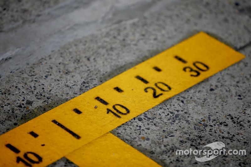 Marcas precisas en el pit lane