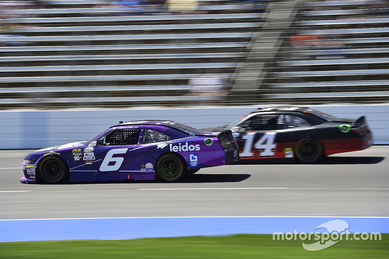 Darrell Wallace Jr., Roush Fenway Racing, Ford; JJ Yeley, Chevrolet
