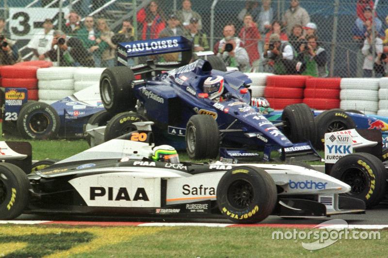 Зіткнення Ярно Труллі, Prost, Алекса Вюрца, Benetton, і Рікардо Россета, Tyrrell