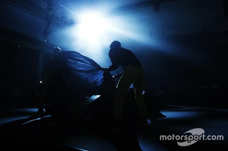 Nico Hülkenberg und Jolyon Palmer enthüllen den Renault RS17