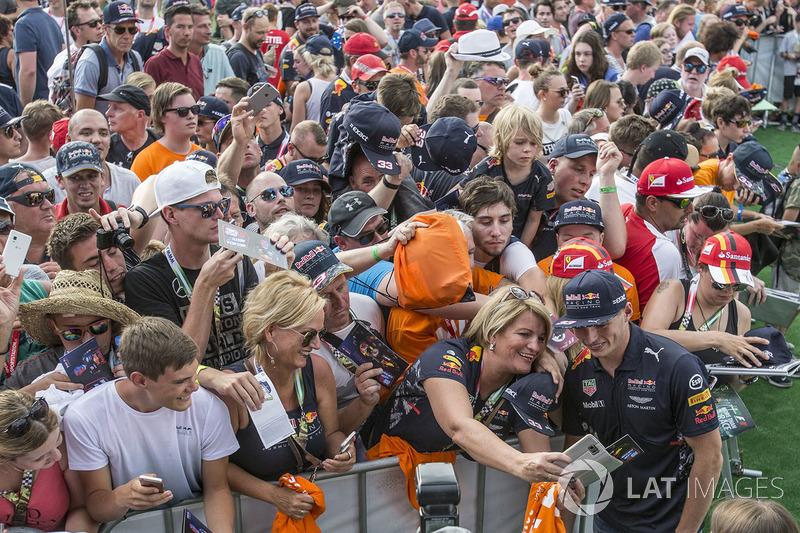 Макс Ферстаппен, Red Bull Racing, уболівальники