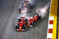 Зіткнення Себастьяна Феттеля, Ferrari SF70H, Макса Ферстаппена, Red Bull Racing RB13, та Кімі Райкконена, Ferrari SF70H, на старті