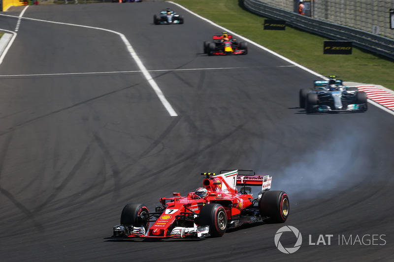 Kimi Raikkonen, Ferrari SF70-H locks up