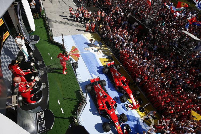 المنصة: الفائز بالسباق سيباستيان فيتيل، فيراري، المركز الثاني كيمي رايكونن، فيراري، المركز الثالث فالتيري بوتاس، مرسيدس