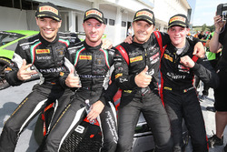 Podium: les vainqueurs Marcel Fassler, Dries Vanthoor, Belgian Audi Club Team WRT, les deuxièmes Jake Dennis, les troisièmes Christian Engelhart, Mirko Bortolotti, GRT Grasser Racing Team