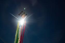 L'Armée de l'air italienne survole la grille