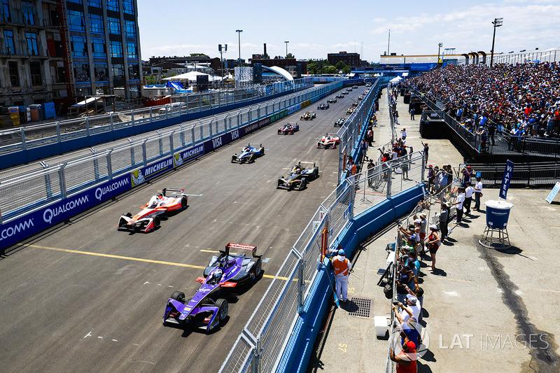 Partenza: Sam Bird, DS Virgin Racing, e Felix Rosenqvist, Mahindra Racing al comando