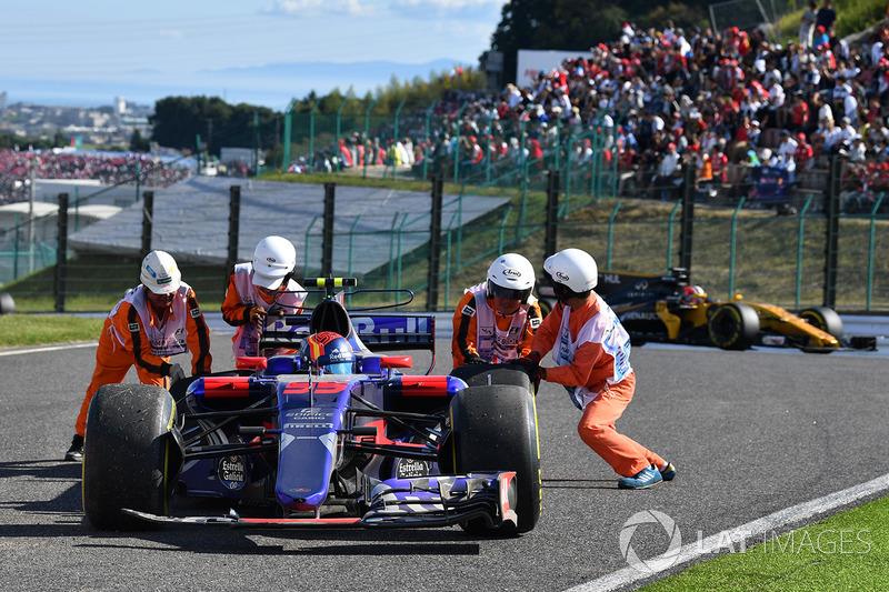 Carlos Sainz Jr., Scuderia Toro Rosso STR12, si ritira dalla gara