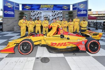 Ryan Hunter-Reay, Andretti Autosport Honda, in victory lane