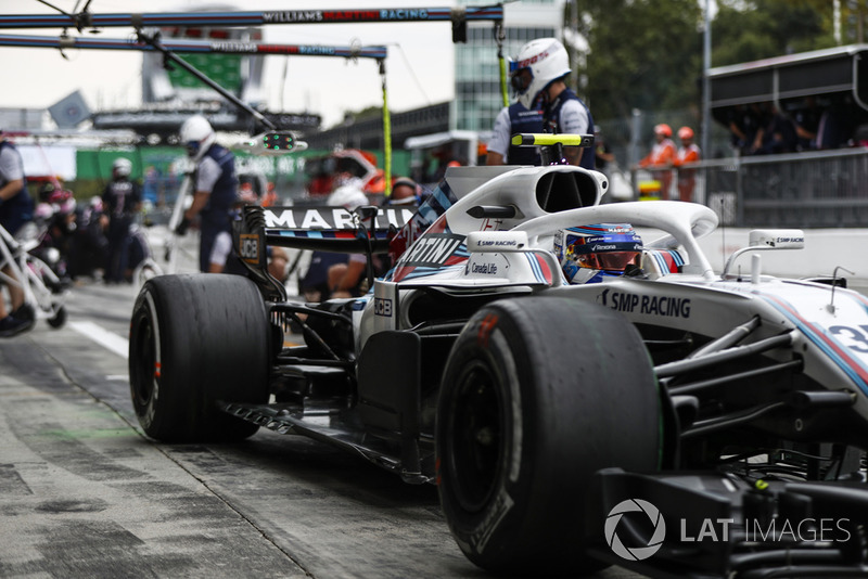 Sergey Sirotkin, Williams FW41, leaves his pit box during practice