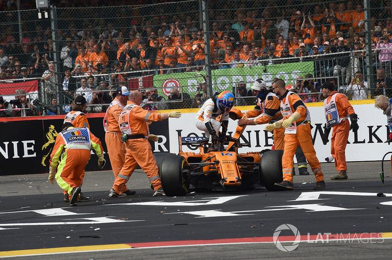 Фернандо Алонсо, McLaren MCL33, аварія на старті