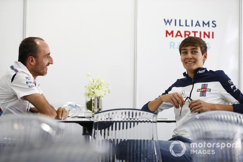 Robert Kubica, Williams Martini Racing, habla con el piloto de Williams firmando para 2019 George Russell