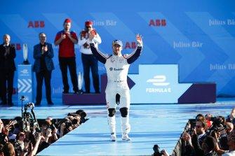 Le troisième, Sam Bird, Envision Virgin Racing, sur le podium
