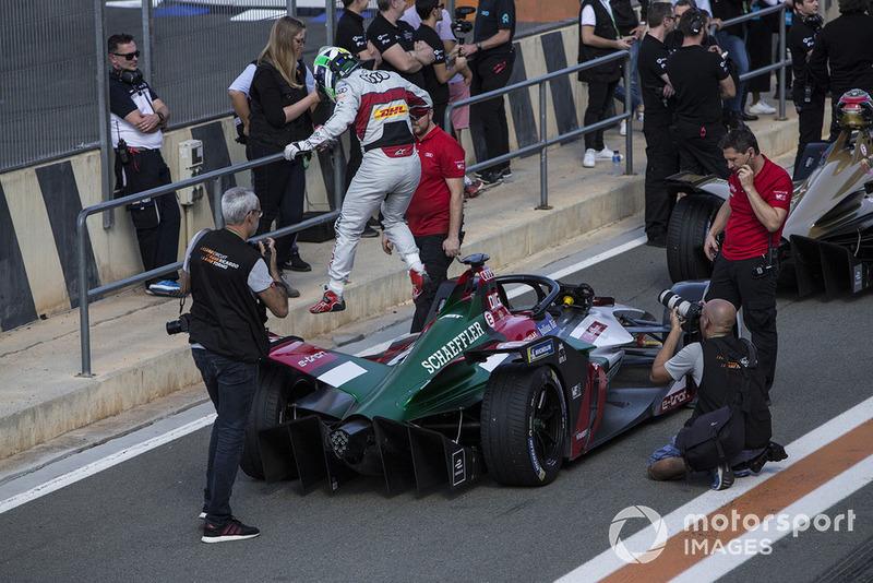 Lucas Di Grassi, Audi Sport ABT Schaeffler, Audi e-tron FE05 exits his car