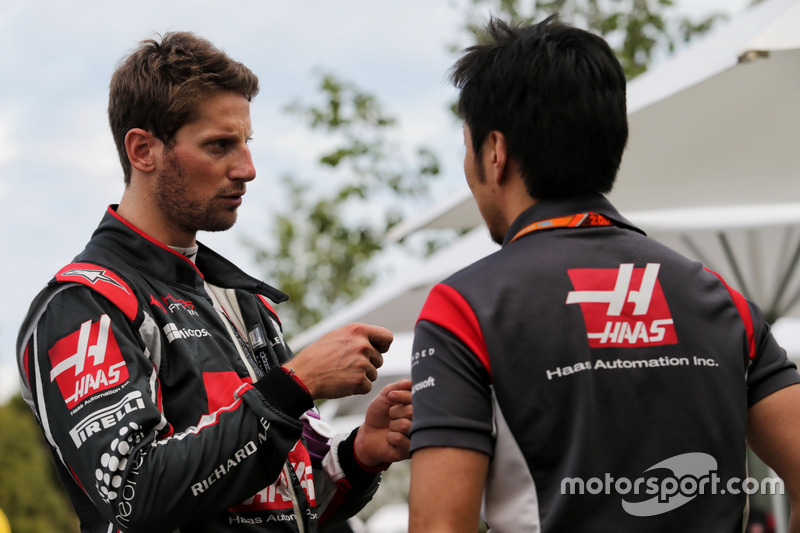 Romain Grosjean, Haas F1 Team mit Ayao Komatsu, Haas F1 Team Renningeniuer