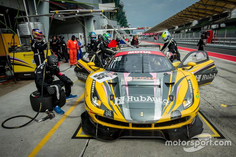 Pit stop, #35 HubAuto Racing, Ferrari 488 GT3: Morris Chen, Hiroki Yoshimoto, Shinya Hosokawa, Hirok