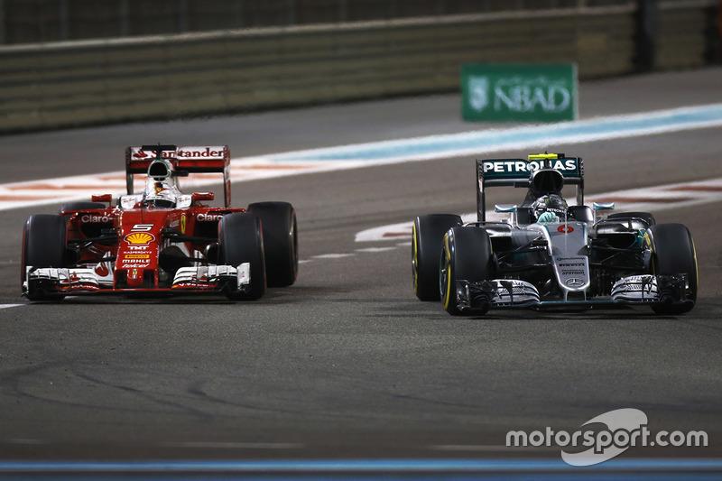 Sebastian Vettel, Ferrari SF16-H, Nico Rosberg, Mercedes AMG F1 W07 Hybrid