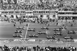 Start: Graham Hill, Team Lotus 49 Ford Cosworth, Jack Brabham, Brabham BT24 Repco, Dan Gurney, Eagle T1G-Weslake, Jim Clark, Team Lotus 49 Ford Cosworth, Bruce McLaren Eagle T1G-Weslake, Denny Hulme, Brabham BT24 Repco, Chris Amon, Ferrari 312, Jochen Rindt, Cooper T81B Maserati, Chris Irwin, BRM P83, Jackie Stewart, BRM P261, Jo Siffert, Cooper T81 Maserati, Pedro Rodriguez, Cooper T81 Maserati), Mike Spence, BRM P83