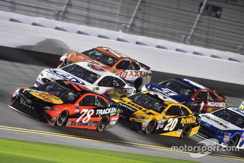 Martin Truex Jr., Furniture Row Racing, Toyota; Matt Kenseth, Joe Gibbs Racing, Toyota