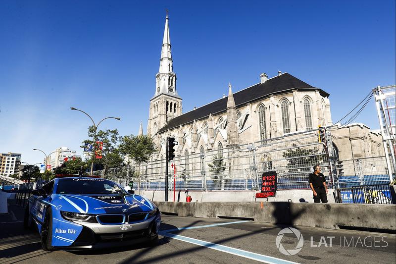 Safety Car espera en pit lane