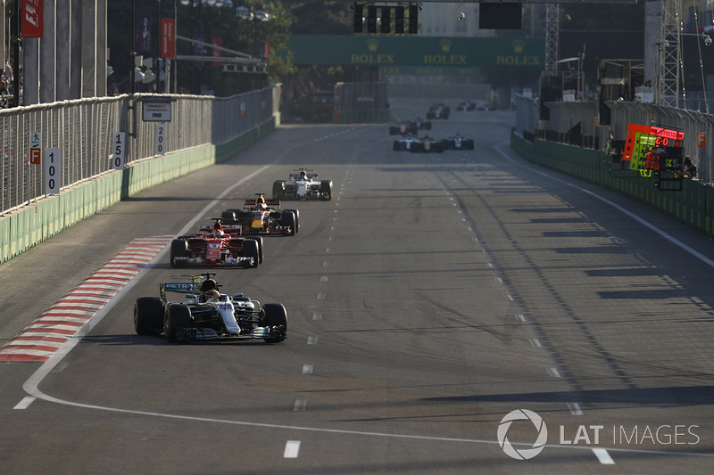 Lewis Hamilton, Mercedes AMG F1 W08, Sebastian Vettel, Ferrari SF70H, Daniel Ricciardo, Red Bull Racing RB13