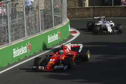 Kimi Raikkonen, Ferrari SF70H, Lance Stroll, Williams FW40