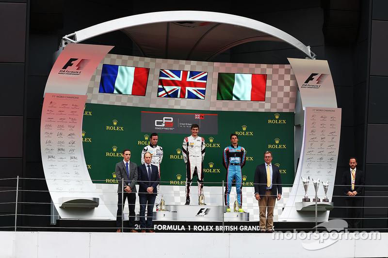 Podio: ganador de la carrera George Russell, ART Grand Prix, segundo lugar Anthoine Hubert, ART Grand Prix, tercer lugar Alessio Lorandi, Jenzer Motorsport