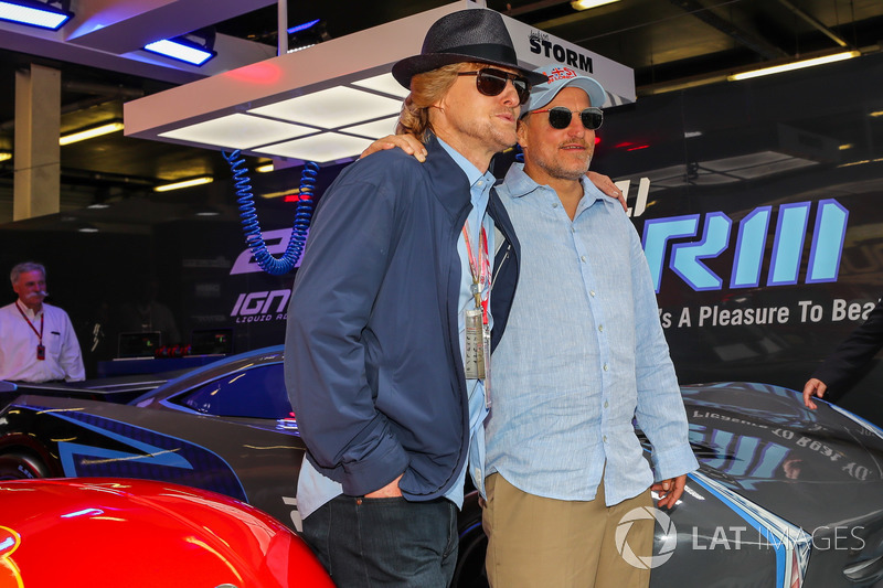 Woody Harrelson, Actor y Owen Wilson, Actor en el garaje de cars 3