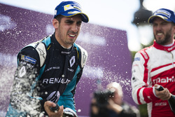 Sébastien Buemi, Renault e.Dams, e Nick Heidfeld, Mahindra Racing, festeggiano sul podio