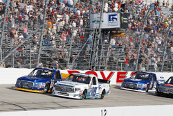 Ryan Truex, Hattori Racing Enterprises Toyota  y Chase Briscoe, Brad Keselowski Racing Ford