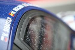 Gotas de lluvia en los coches