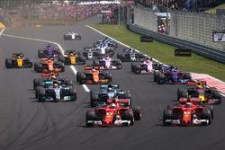 Sebastian Vettel, Ferrari SF70-H líder al inicio de la carrera