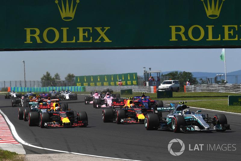 Valtteri Bottas, Mercedes-Benz F1 W08 Hybrid en el inicio de la carrera