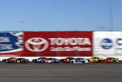 Kurt Busch, Stewart-Haas Racing Ford Fusion, Denny Hamlin, Joe Gibbs Racing Toyota, Alex Bowman, Hendrick Motorsports Chevrolet Camaro, Martin Truex Jr., Furniture Row Racing Toyota