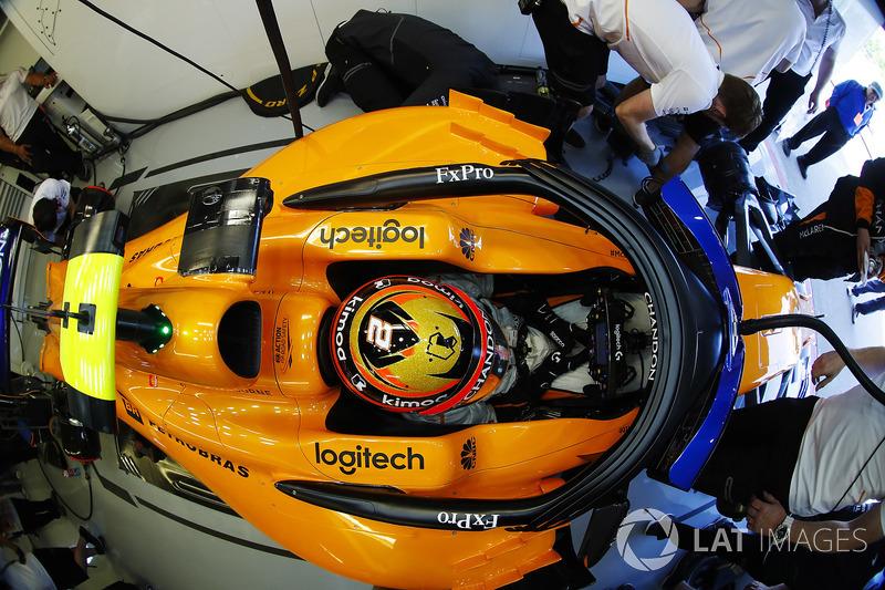Stoffel Vandoorne, McLaren, in the garage