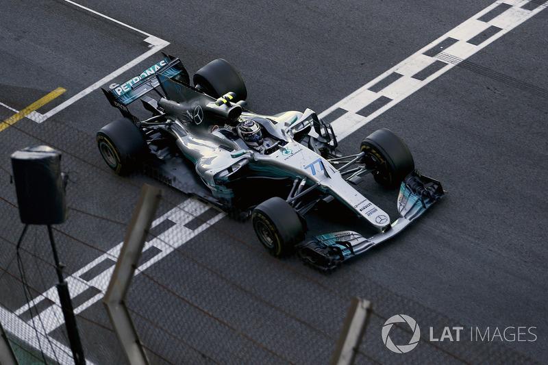 Valtteri Bottas, Mercedes-Benz F1 W08 cruza la meta en segundo puesto