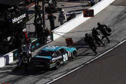 Erik Jones, Joe Gibbs Racing Toyota, pit stop